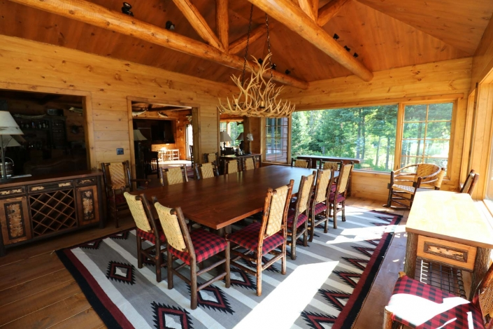 Lakeside Living Design - Rustic Dining Room